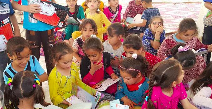 Children in Iraq with books from Project Peace